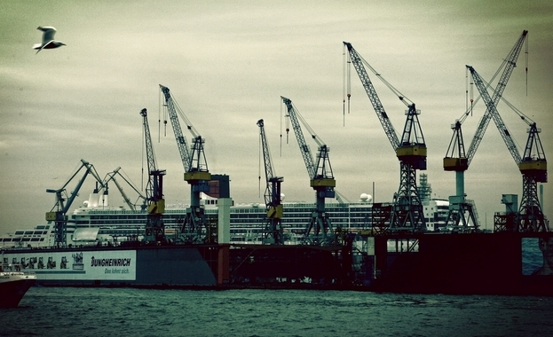Queen Mary II in Hamburg
